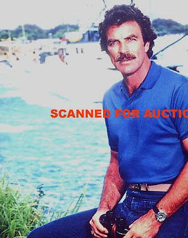 TOM SELLECK WEARING BLUE POLO SHIRT MAGNUM PI PHOTO JH 22