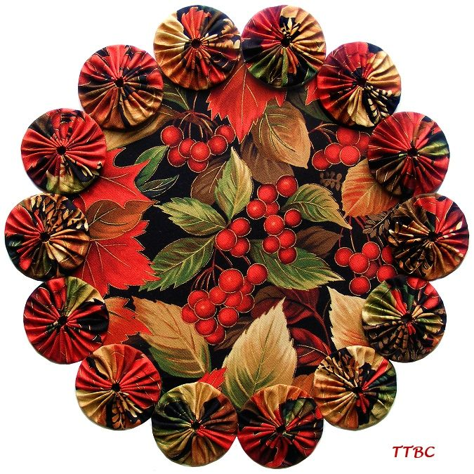 Last Autumn Berry Harvest Leaves Fabric YoYo Candle Mat Table