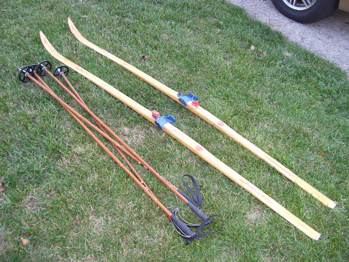 CROSS COUNTRY SKIS VINTAGE NORWAY ELITE XLT + SPARTA BAMBOO POLES PICK